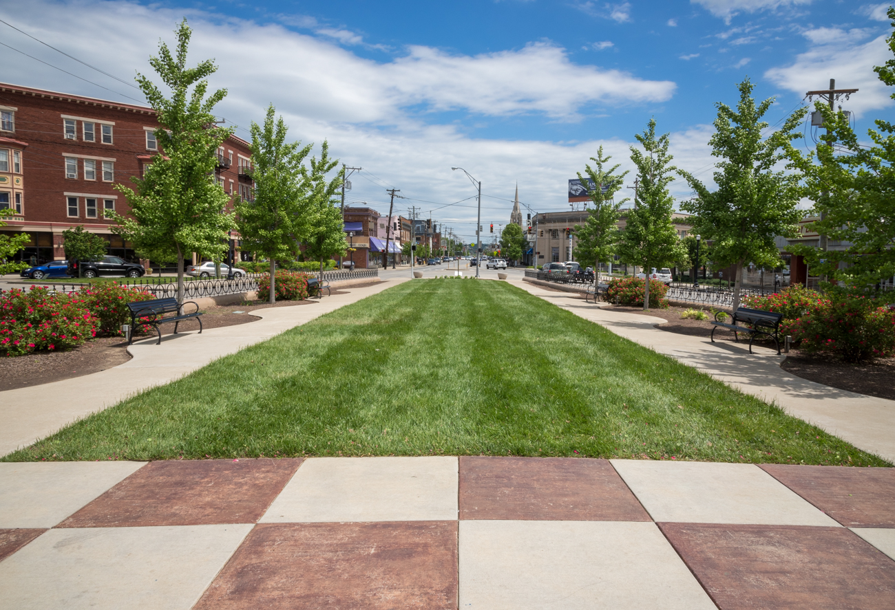 PARK: Geier Esplanade / LOCATION: Corner of Madison Rd. and Markbreit Ave. in Oakley / FUN FACT: The park went through a two year renovation that started in 2009 and ended in 2011. The redesign expanded the park considerably on either side. / IMAGE: Phil Armstrong, Cincinnati Refined // PUBLISHED: 5.8.17