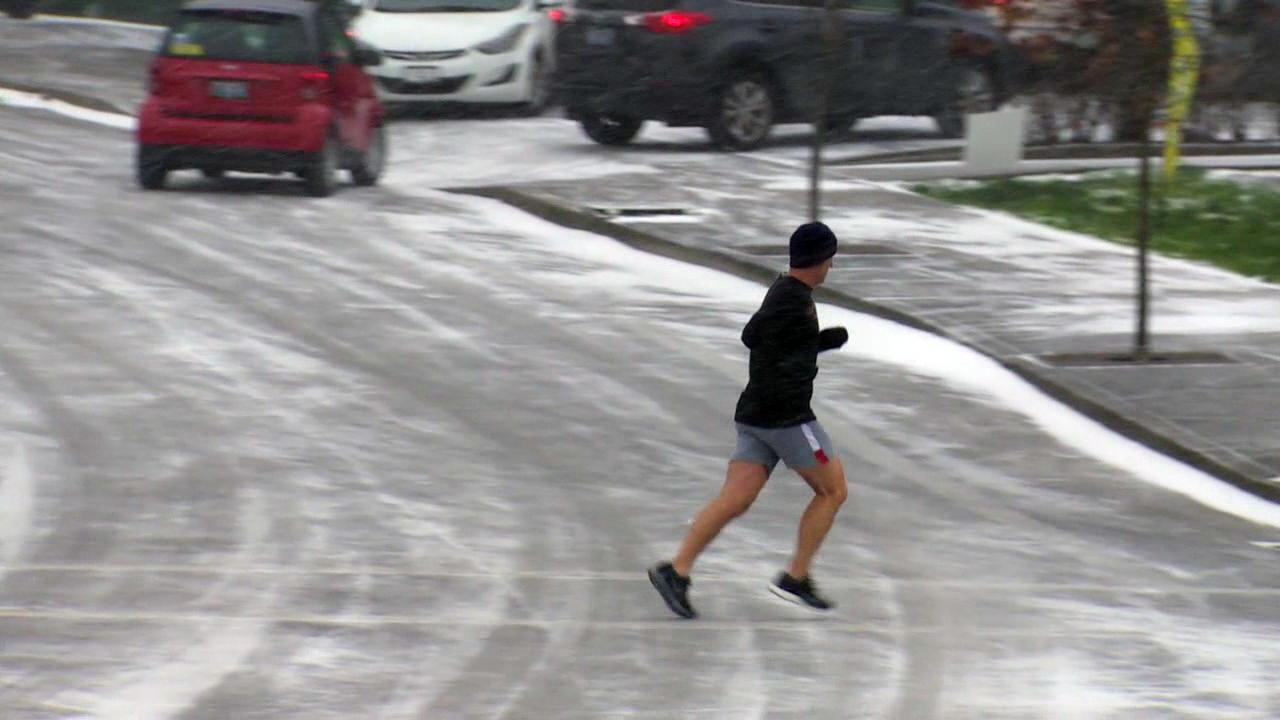 No matter the weather, some people still braved Wednesday's snow storm for a run. (KATU Photo)