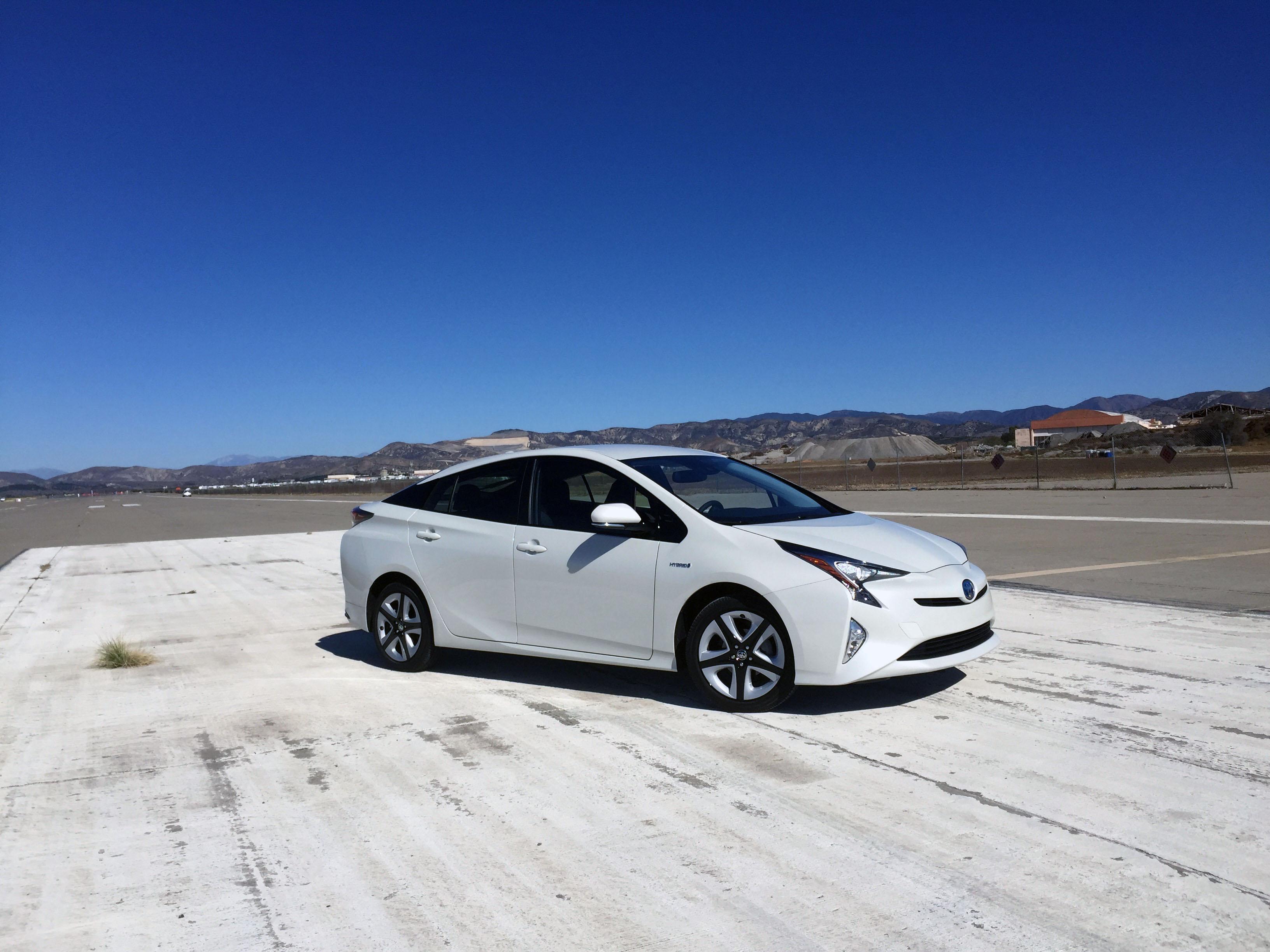 2016 Toyota Prius. Restart Gallery