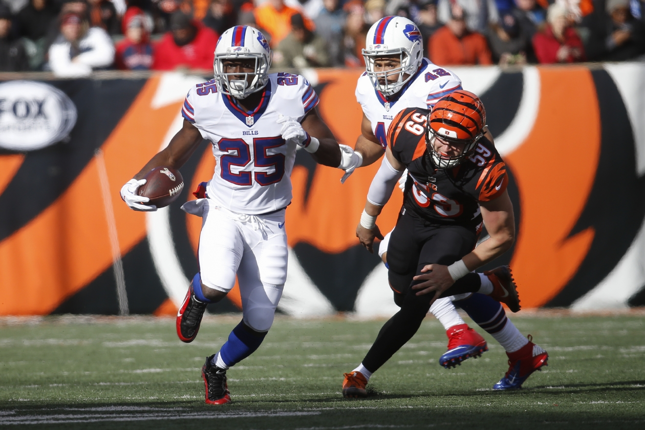 Buffalo Bills running back LeSean McCoy (25) breaks away from Cincinnati Bengals inside linebacker Nick Vigil (59) on the run in the first half of an NFL football game, Sunday, Nov. 20, 2016, in Cincinnati. (AP Photo/Frank Victores)