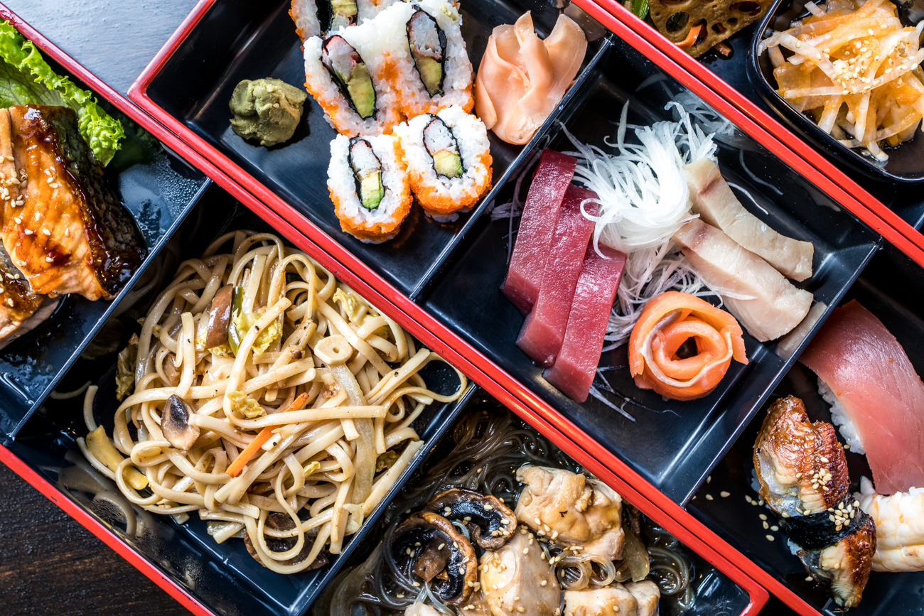 Box Dinner for Two: includes salmon, chicken, vegetables, sushi, and sashimi / Image: Catherine Viox // Published: 1.3.21