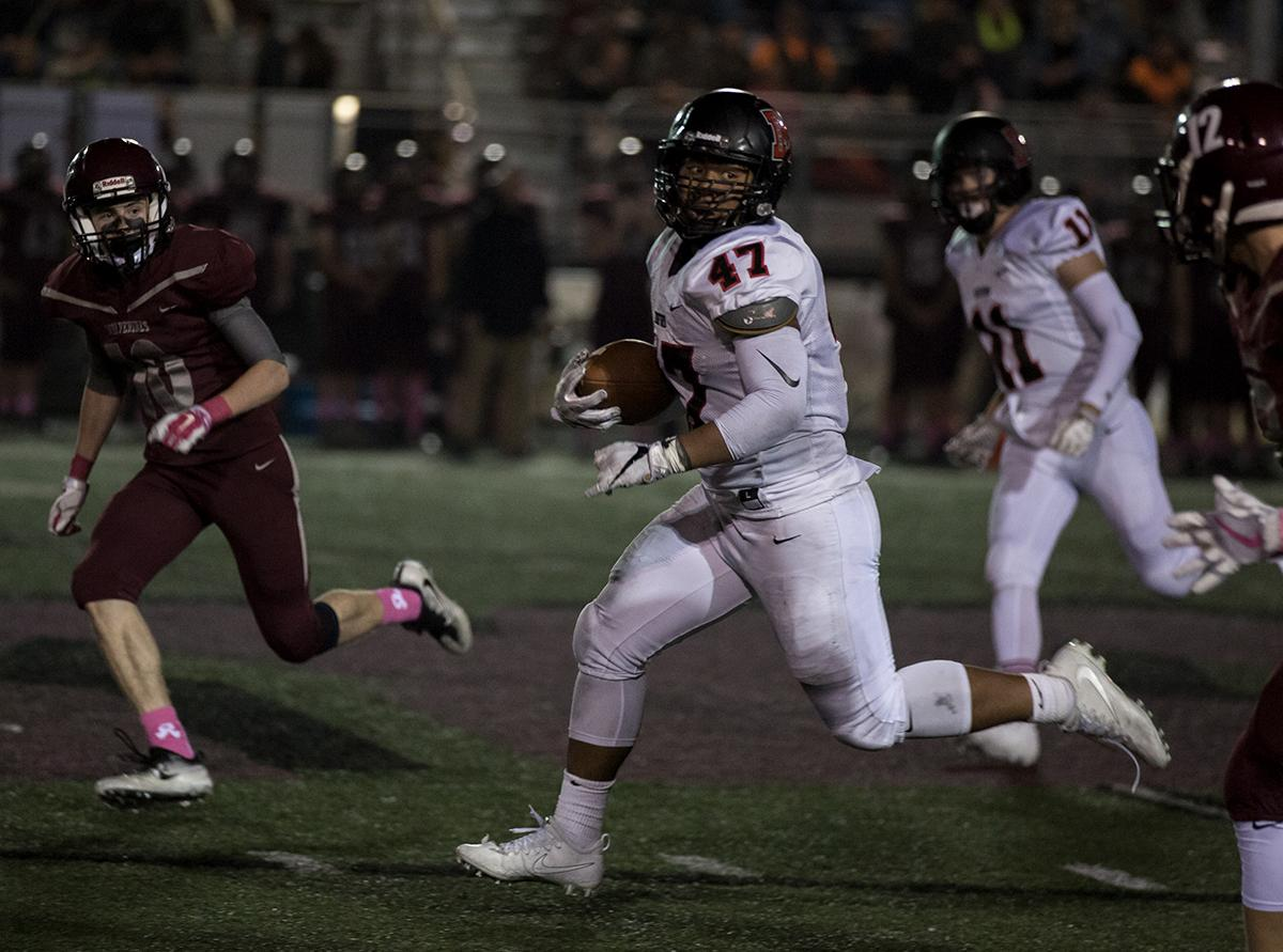 North Medford running back Isaac Manuel (#47) rushes past Willamette's defense. The North Medford Black Tornado defeated the Willamette Wolverines 45 – 19 on Friday, October 27, at Willamette High School, concluding the season for both teams. Photo by Kit MacAvoy, Oregon News Lab