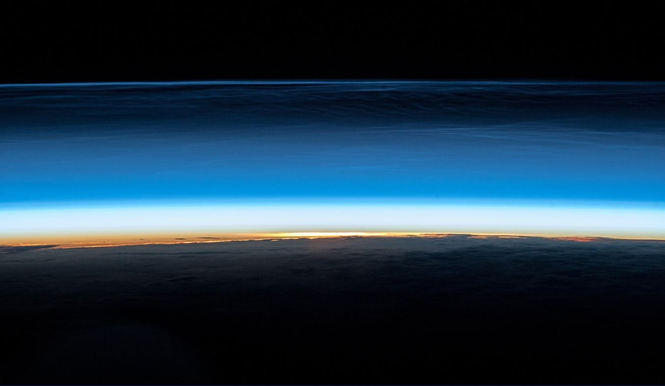 High, cold and icy. These polar mesospheric clouds are still a mystery to science, but the #SpaceStormHunter outside Columbus is investigating. At around 80 km altitude, they often reflect the sun while Earth underneath is already dark, appearing noctilucent. #Horizons (Photo & Caption: Alexander Gerst / NASA)