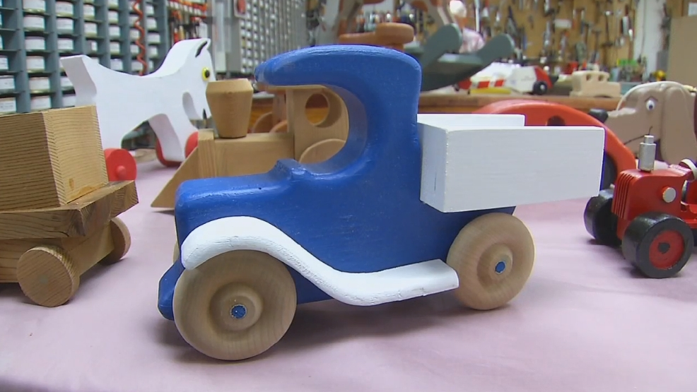 Toys For Retirees : Charlestown retirees make record number of wooden toys for
