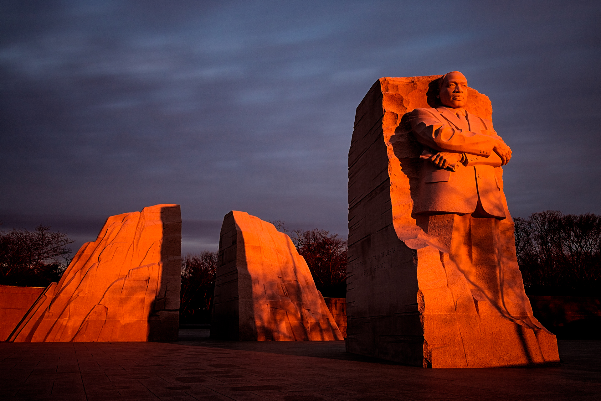 Awakening – A moody sunrise casts an orange glow at the MLK Memorial{&nbsp;}(Image: Zack Lewkowicz)<p></p>