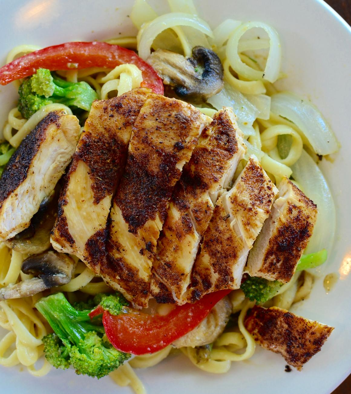 Garlic Wine Pasta: tender linguini in a sauce of white wine, virgin olive oil, garlic and herbs tossed with garden fresh broccoli, onions, mushrooms, blackened chicken, and red & green peppers / Image: Leah Zipperstein, Cincinnati Refined // Published: 6.21.17
