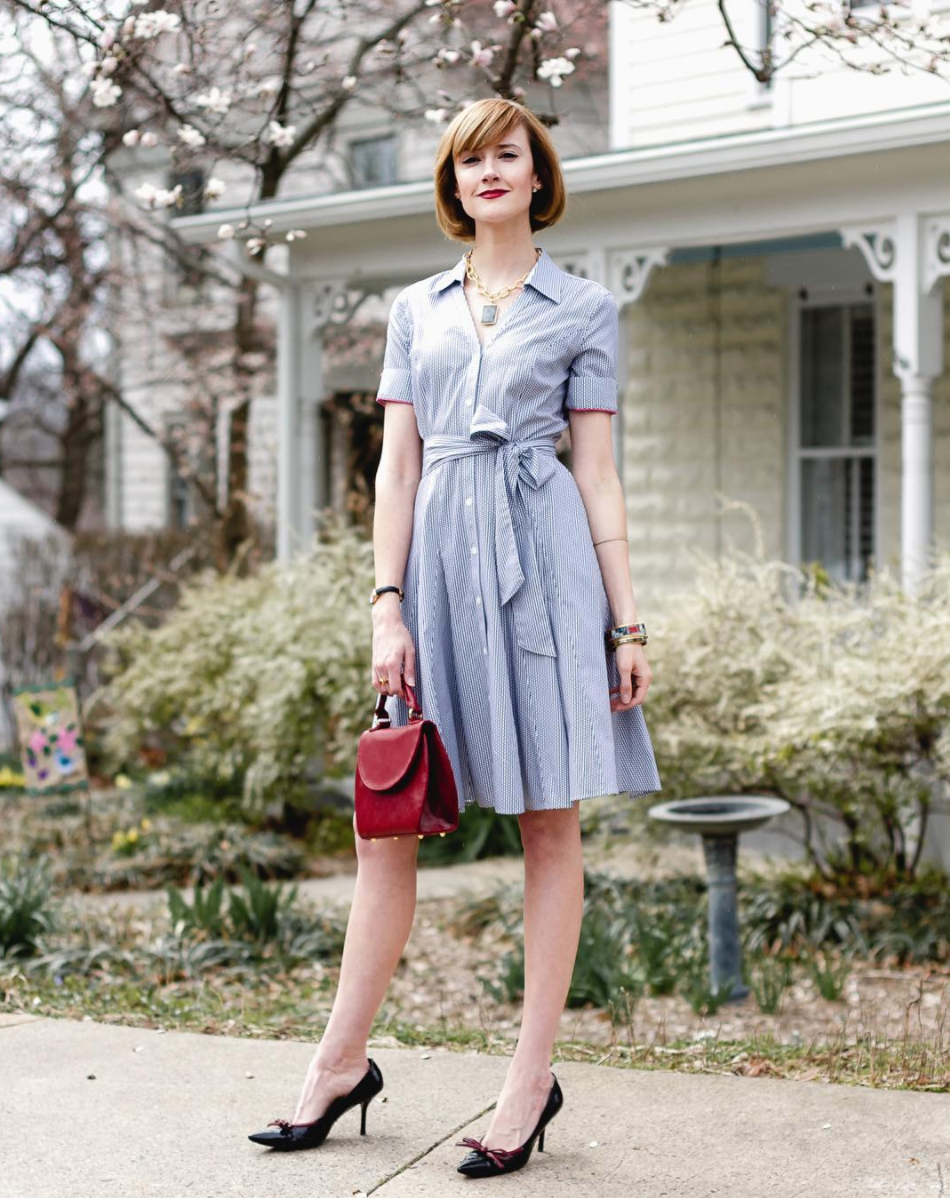 For a more classic look, we love this poplin paired with a structured bag. (Image via @districtofchic)