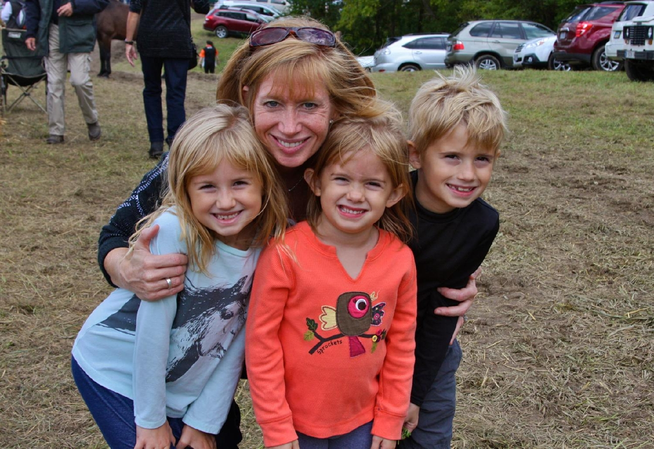 Tracy Brachle with her kids Maggie, Mary Kate, and Luke/ Image: Molly Paz