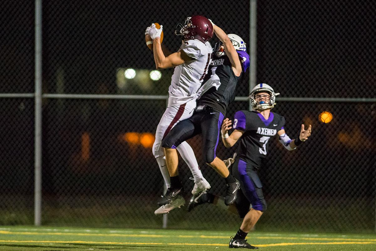 Willamette Wolverines wide reciever Bryce Goggin huals in a fourth quarter touchdown pass in their Sept. 29 matchup against the South Eugene Axemen at South Eugene high school. (Colin Houck/ for KVAL)