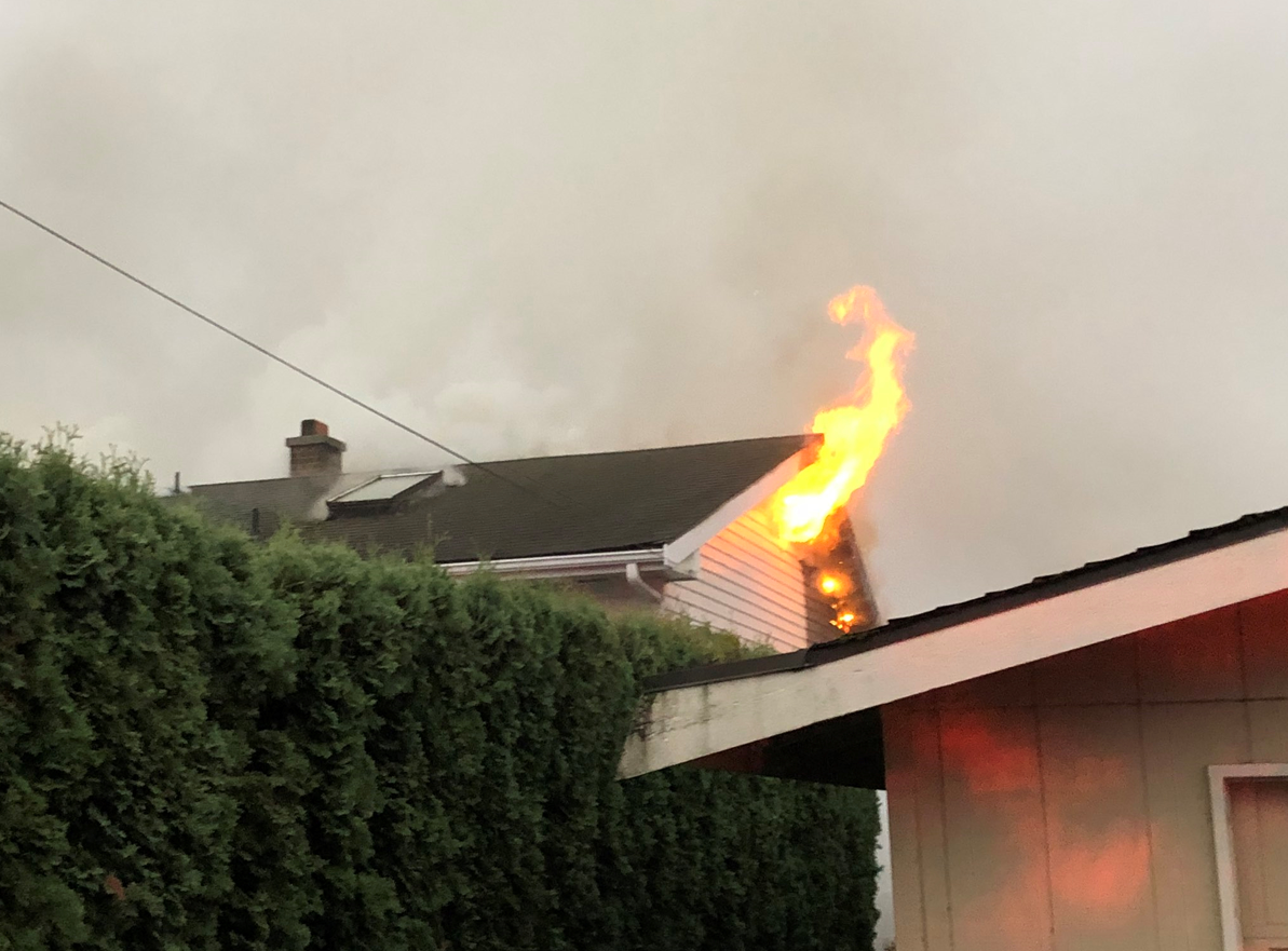 House fire damages 2 homes in Kent (Puget Sound Fire)