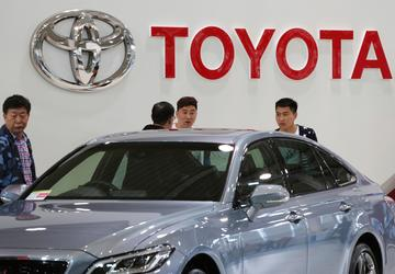 Toyota reports dip in quarterly profit, projects recovery