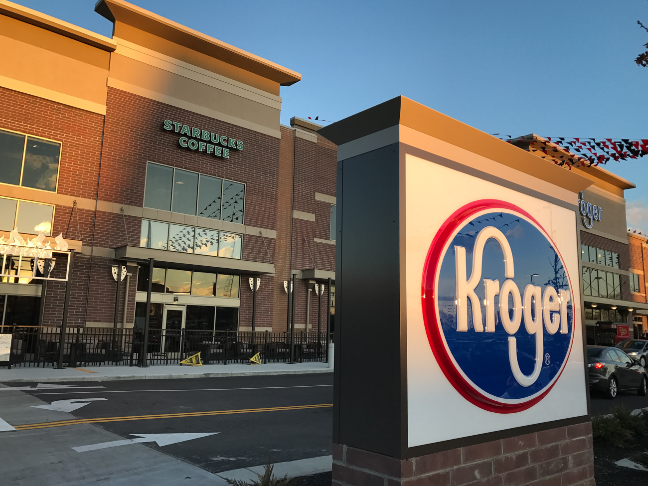 The new Kroger at the end of Short Vine opened March 8, 2017. It features two stories of grocery options as well as a natural foods section, bistro, Little Clinic, and a Starbucks. It also touts the largest living wall in Ohio. ADDRESS: 21 E. Corry St., Cincinnati, OH 45219 / Image: Phil Armstrong, Cincinnati Refined // Published: 3.14.17