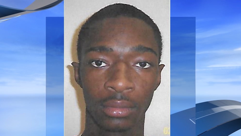 Shawn Laquan Davis, 23, is charged in a home invasion last week on Montgomery Street in Marion (Marion police. WPDE background)
