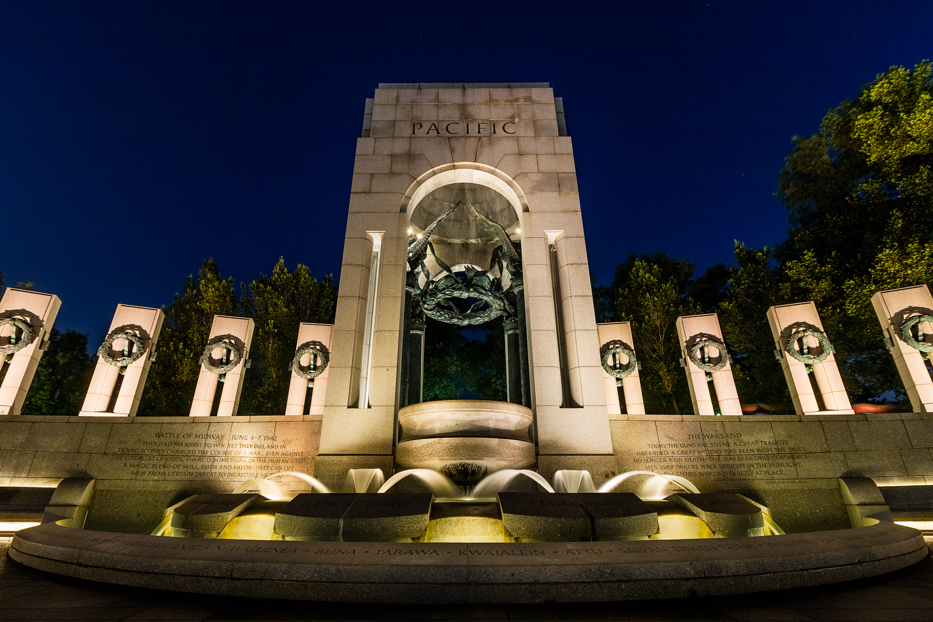 Pacific Theater – Long exposure of the WWII memorial at night{&nbsp;}(Image: Zack Lewkowicz)<p></p>