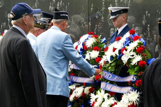 A Korean War veteran lays a wreath to honor the memory of those who died in Korea during the ceremony to mark the 60th anniversary of the armistice ending the Korean War at the Korean War Memorial in Washington, D.C., July 27, 2013.