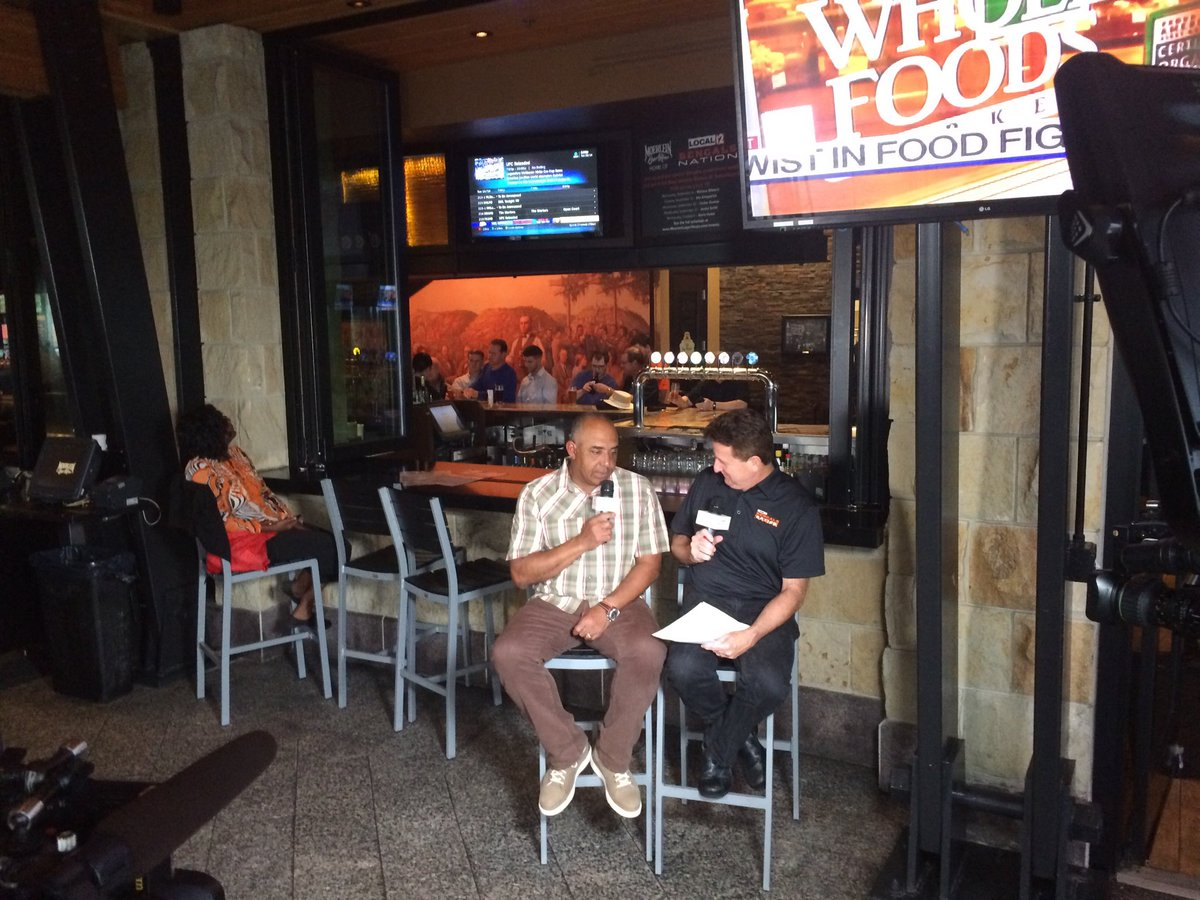 Special guests Marvin Lewis and Anthony Munoz at Moerlein Lager House (WKRC/Jed DeMuesy)