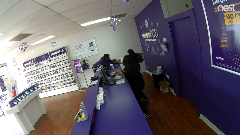 CAUGHT ON VIDEO: Thief yanks phone from employee at Round