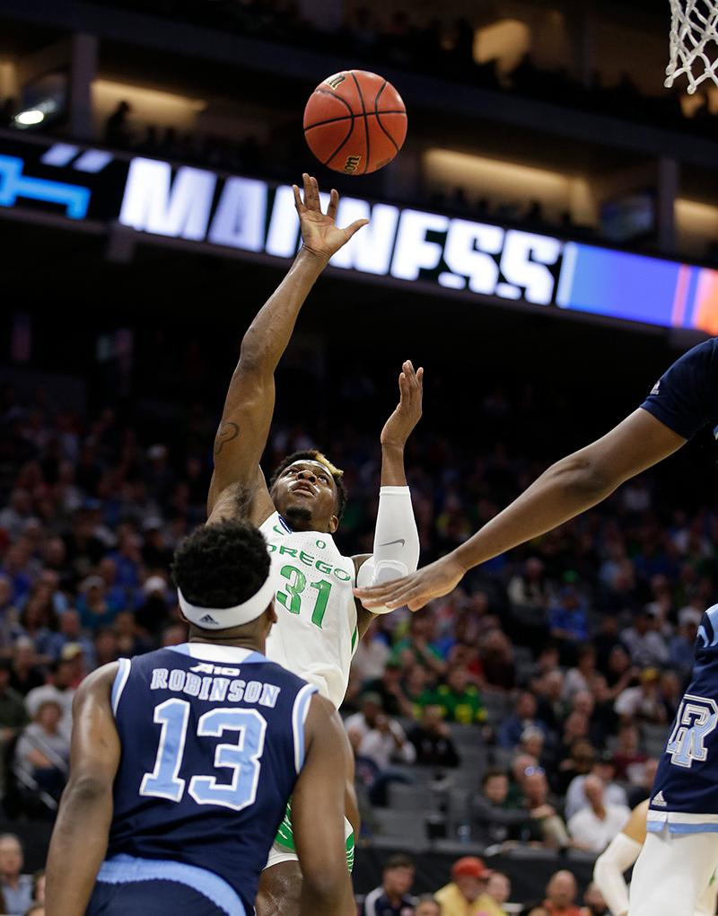 Oregon guard Dylan Ennis shoots over Rhode Island guard Stanford Robinson during the first half of a second-round game of the NCAA men's college basketball tournament in Sacramento, Calif., Sunday, March 19, 2017. (AP Photo/Rich Pedroncelli)
