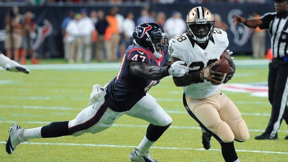 New Orleans Saints running back C.J. Spiller (28) tries to elude ...
