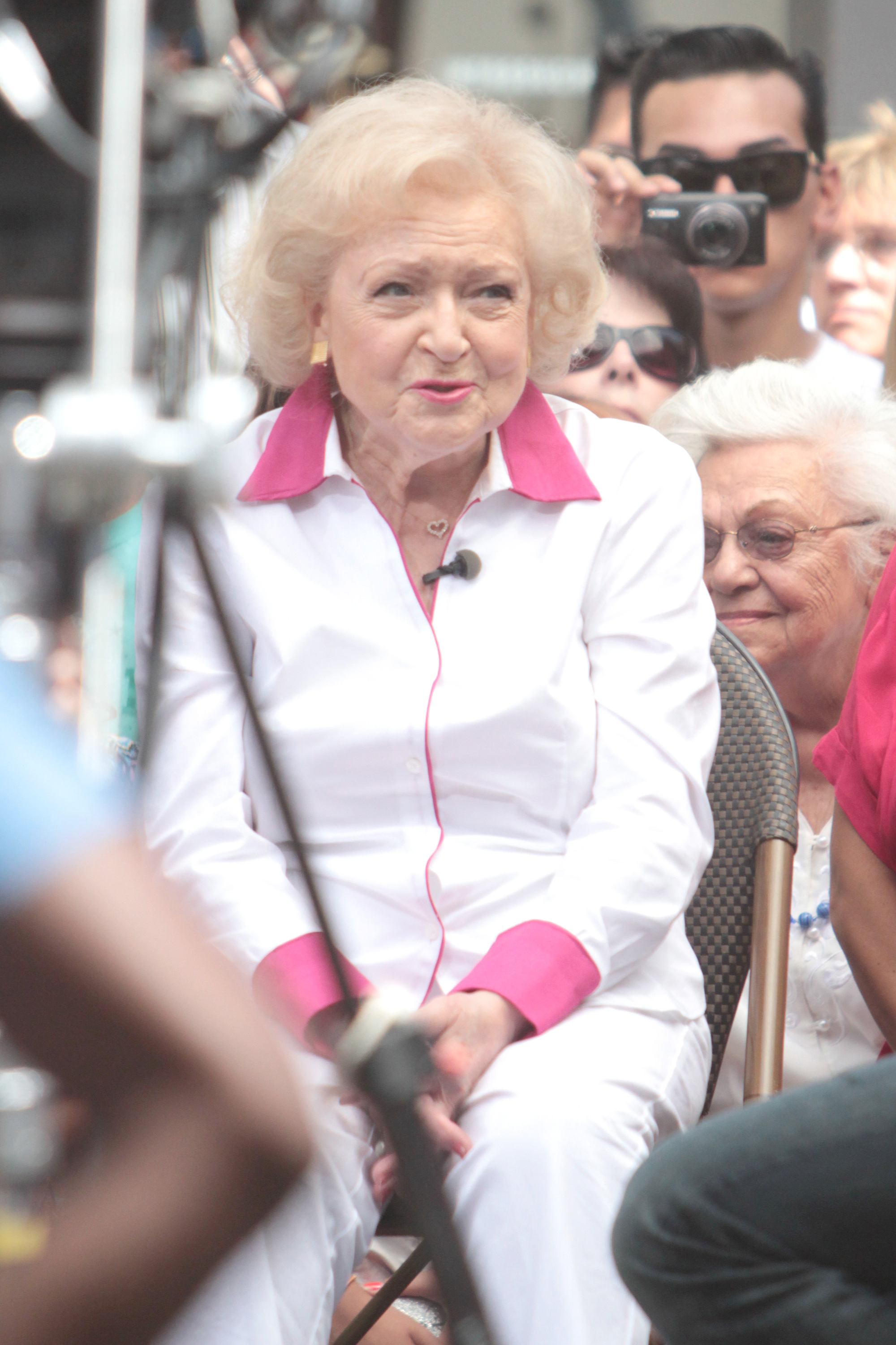 Betty White on Extra  at The Grove                  Los Angeles, California - 21.08.12                                    Featuring: Betty White on Extra  at The Grove                  When: 21 Aug 2012                  Credit: WENN