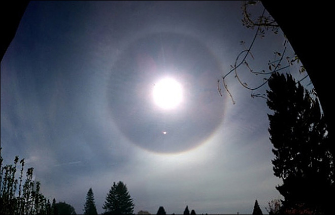 Rainbow halo around the sun from Snohomish, Wash. on May 20, 2011. (Photo courtesy: Twitter user @wplate)