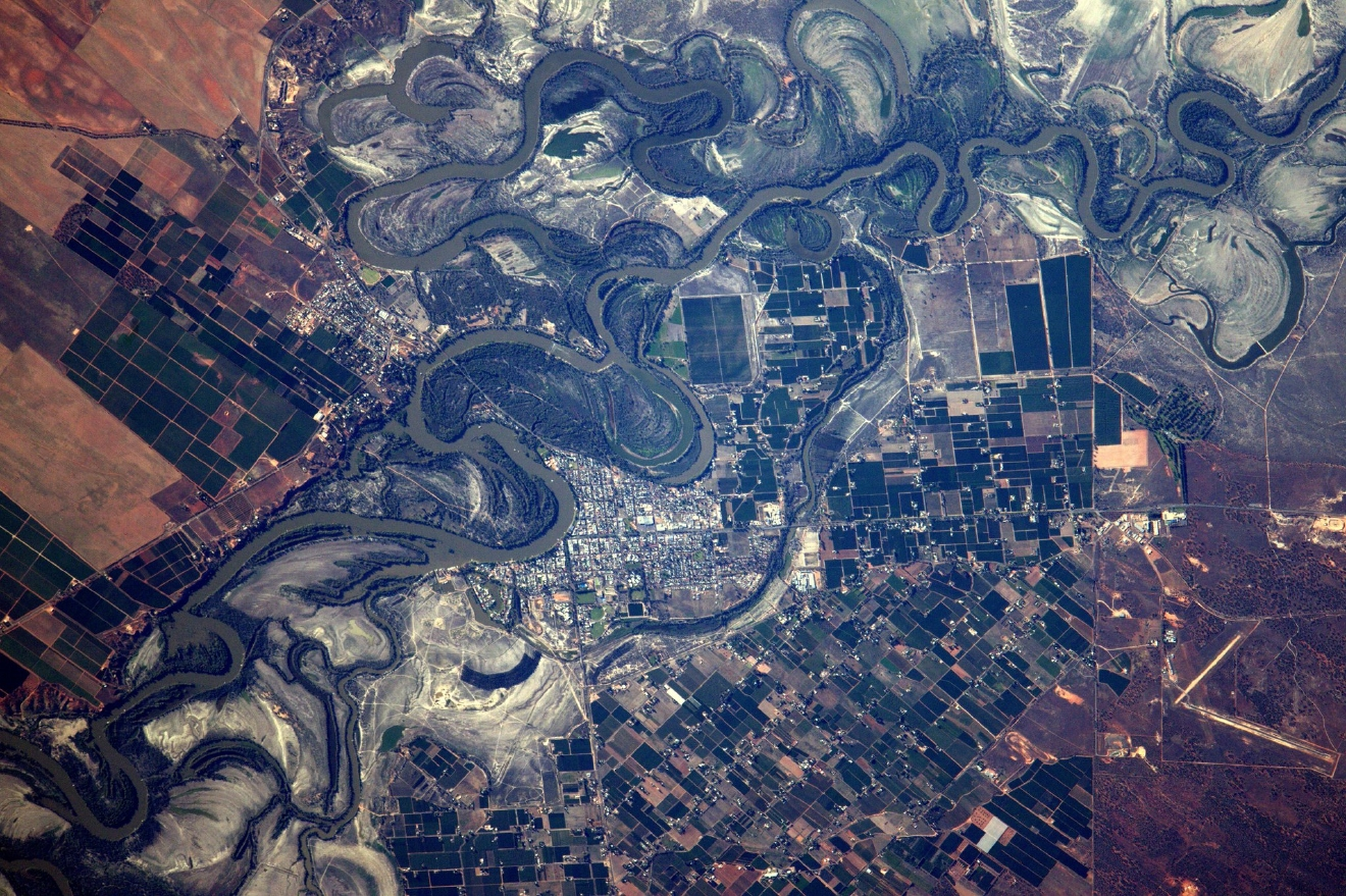 #Australia again: a town in the outback, nested in the meanders of an unidentified rive (Photo & Caption: Thomas Pesquet // NASA)