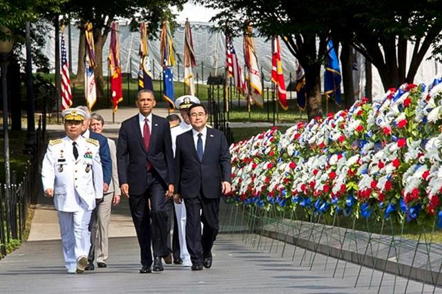 President Barack Obama arrives for a wreath-laying ceremony at the Korean War Memorial in Washington, D.C., July 27, 2013, to commemorate the 60th anniversary of the signing of the armistice that ended the Korean War.