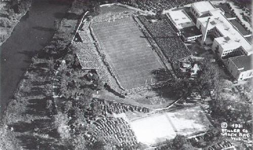 Aerial view of a packed City Stadium along the East River in Green Bay. (Courtesy: Neville Public Museum of Brown County)