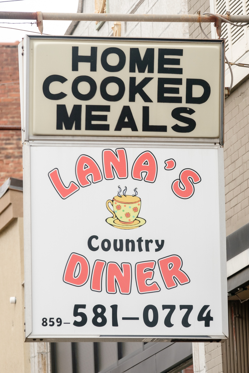 SIGN: Lana's Country Diner / ADDRESS: 819 Monmouth St, Newport, KY 41071 // Image: Daniel Smyth // Published: 2.18.17