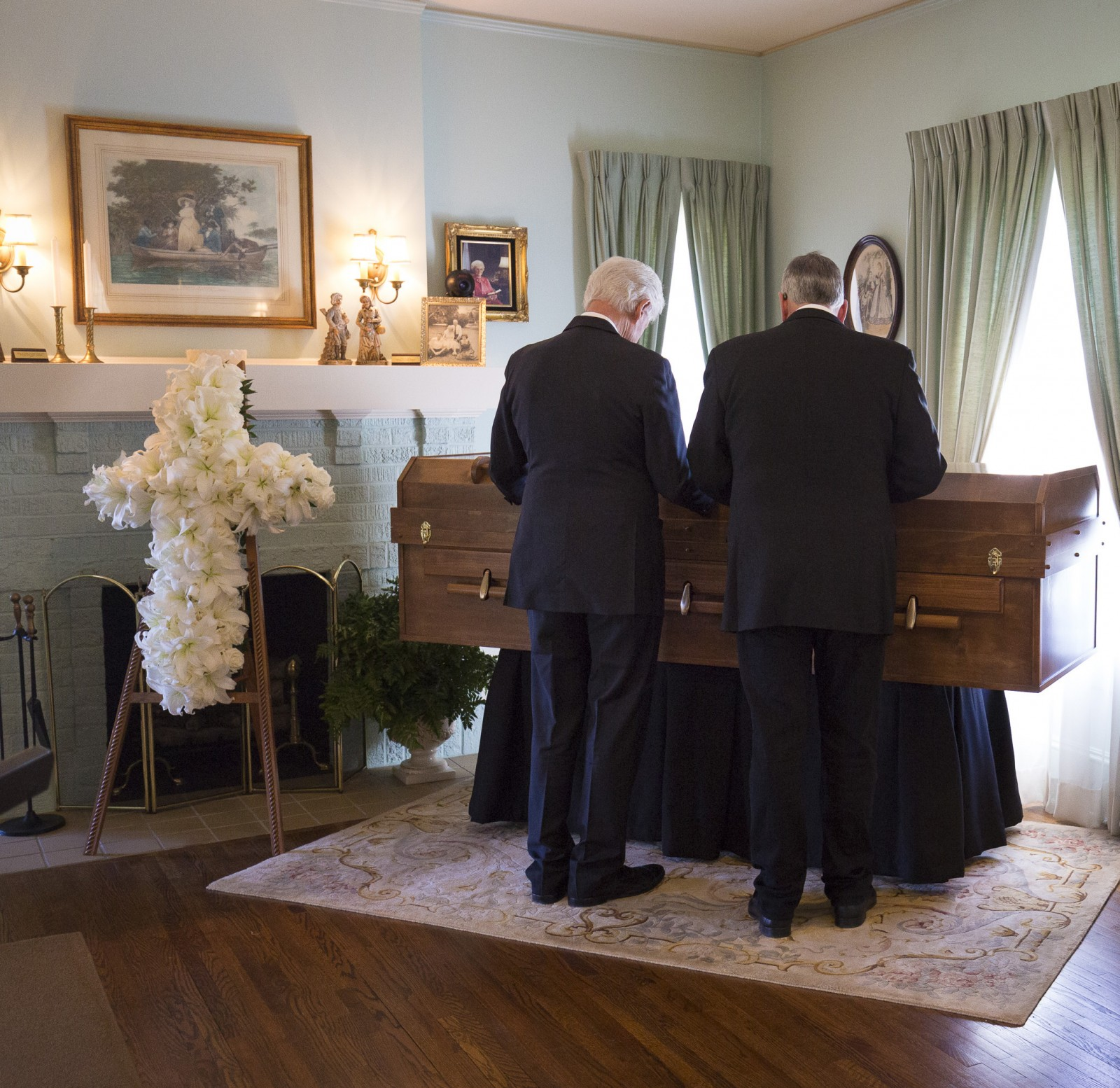Bill Clinton and Franklin Graham in prayer. Photo: Billy Graham Evangelistic Association<p></p>