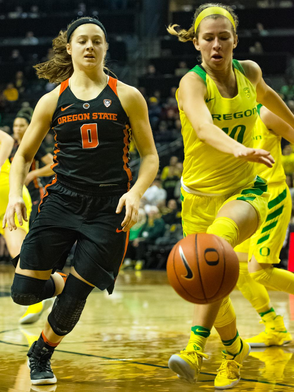 Oregon Ducks Guard Lexi Bando (#10) chases down a loose ball against Oregon State Guard Mikayla Pivec (#0). Oregon Ducks lost 40-43 to Oregon State Beavers in a tightly matched fourth quarter. Photo by Jonathan Booker, Oregon News Lab