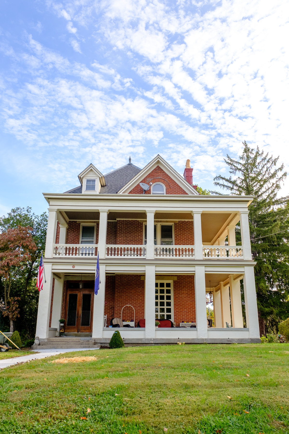 Located on the southern bank of the Ohio River, Fort Thomas, Ky. is a beautiful city chock-full of gorgeous homes. Don't believe us? Take a tour through this photo gallery which would make any architecture-lover smile. / Image: Daniel Smyth Photography // Published: 10.23.16