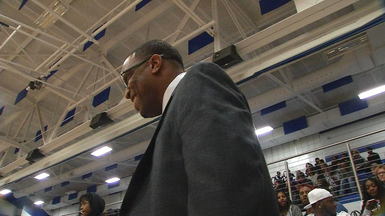 Lanphier withstands MacArthur start to pick up CS8 road win 68-62