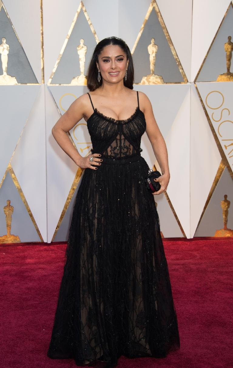 Salma Hayek arrives on the red carpet of The 89th Oscars® at the Dolby® Theatre in Hollywood, CA on Sunday, February 26, 2017. (A.M.P.A.S.)