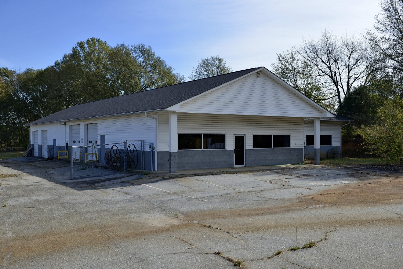 A view of the Super Bike Shop in Chesnee, S.C. Sunday, Nov. 6, 2016. Authorities have charged Todd Kohlhepp, 45, with four counts of murder in the deaths of four people in 2003 at the Superbike Motorsports motorcycle shop. His alleged role in those killings was uncovered, authorities said, after the woman was found last week in a locked metal container on Kohlhepp's property in rural Woodruff.  (AP Photo/Richard Shiro)