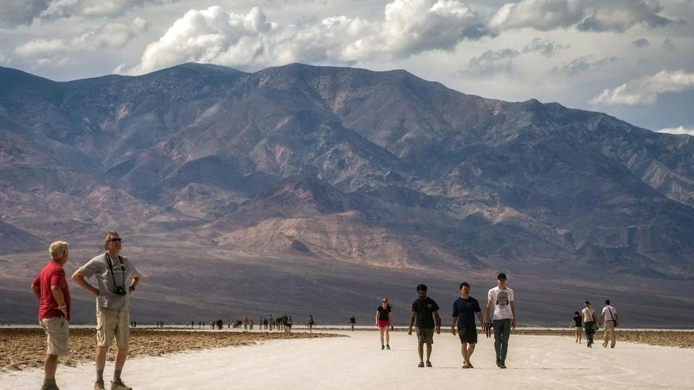 Death Valley, Lake Mead waiving entry fees Sunday