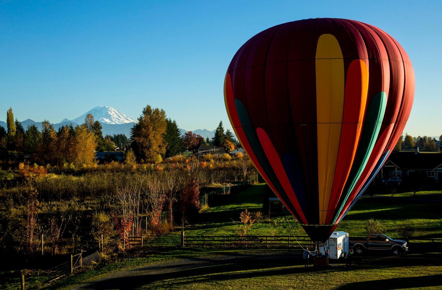 The fine folks at Seattle Ballooning gave us the opportunity to tag along on one of their evening flights to watch the sunset, drink fine champagne, touch the top of trees and glide over the White River in their French-style hot air balloon. Check out their website at www.SeattleBallooning.com (Sy Bean / Seattle Refined)