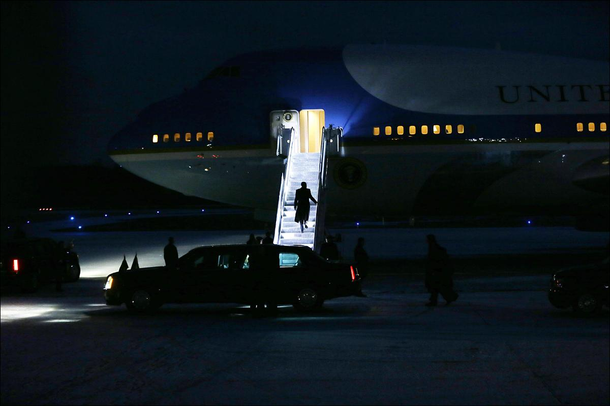 President Barack Obama boards Air Force One at the Detroit Metropolitan Airport, Wednesday, Jan. 20, 2016 in Romulus, Mich. (AP Photo/Carlos Osorio)