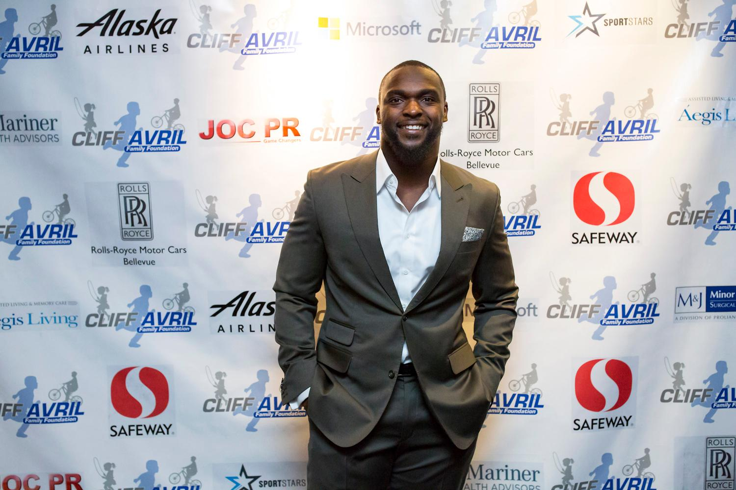 Seattle Seahawk Cliff Avril hosted his fourth annual Dinning To Make A Difference event which benefits the Cliff Avril Family Foundation at the Palisades restaurant Monday night, with guests including Pro Football Hall of Famer Warren Moon, Seattle Mariner Nelson Cruz, and other Seattle Seahawk players. Tickets were solding ranging from $275 for a table of 10 to $750 for a VIP experience that included a specialty cocktail hour with Avril and his teammates. (Sy Bean / Seattle Refined)