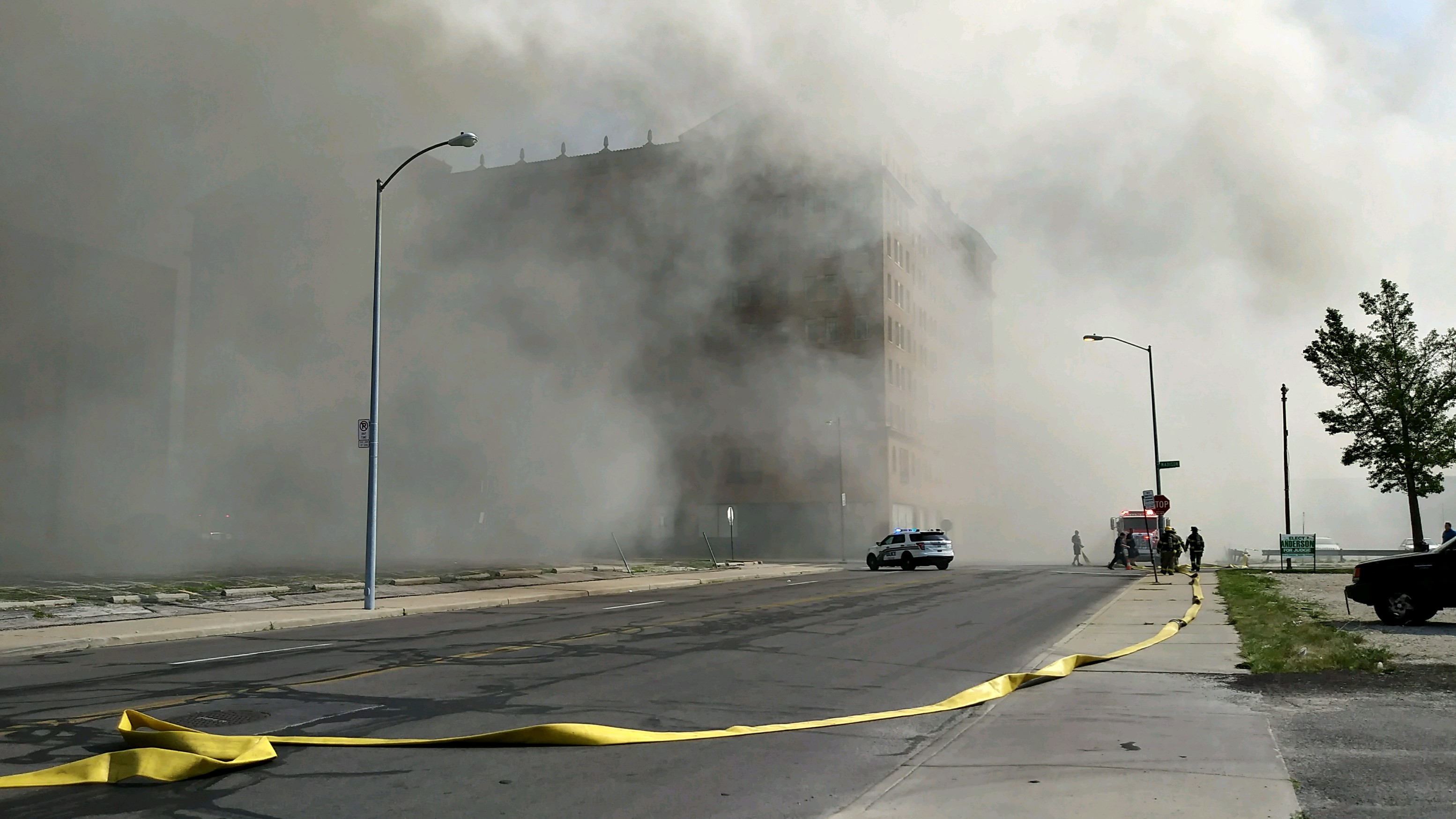 Fire crews battle Toledo blaze.  (WNWO)