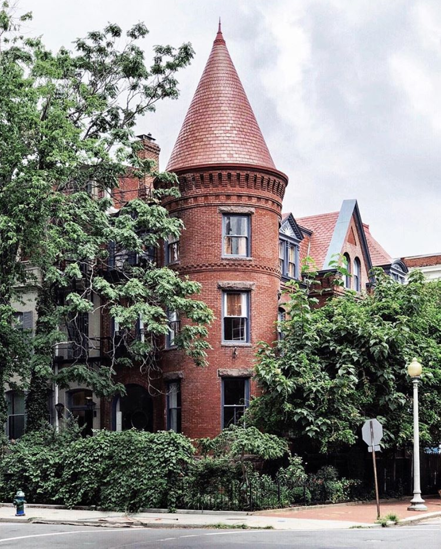 Can we take a moment to talk about the residential architecture in D.C.? Because it's so gorgeous. (Image via @frenchieyankee)