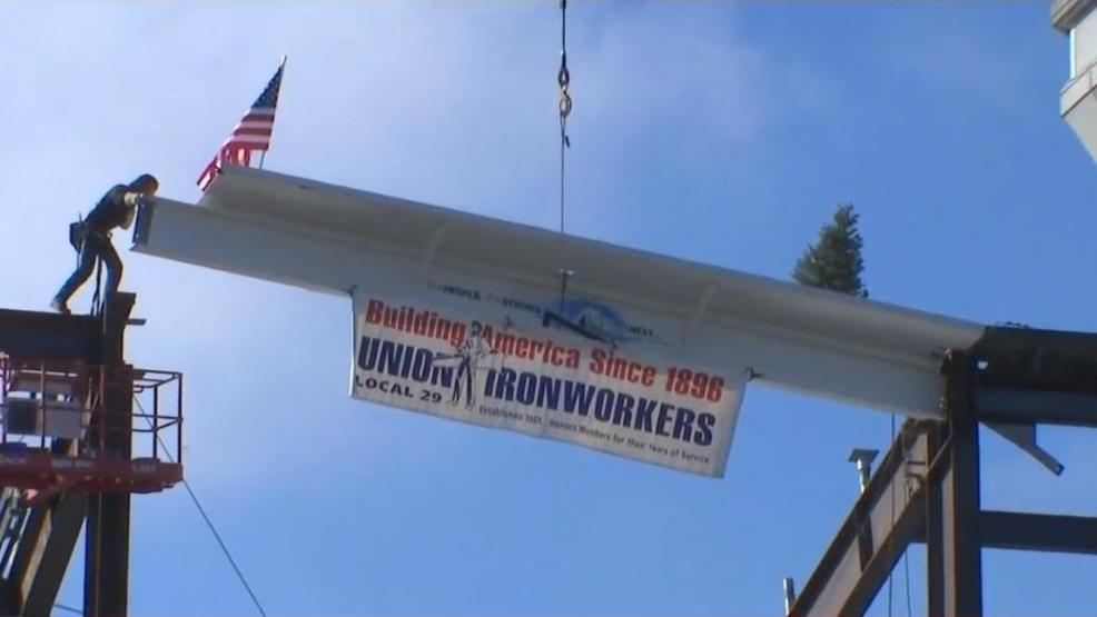 Final beam of PDX's new concourse hoisted into place