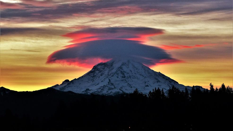 Photos: Mt. Rainier puts on spectacular show during Thanksgiving weekend sunrise