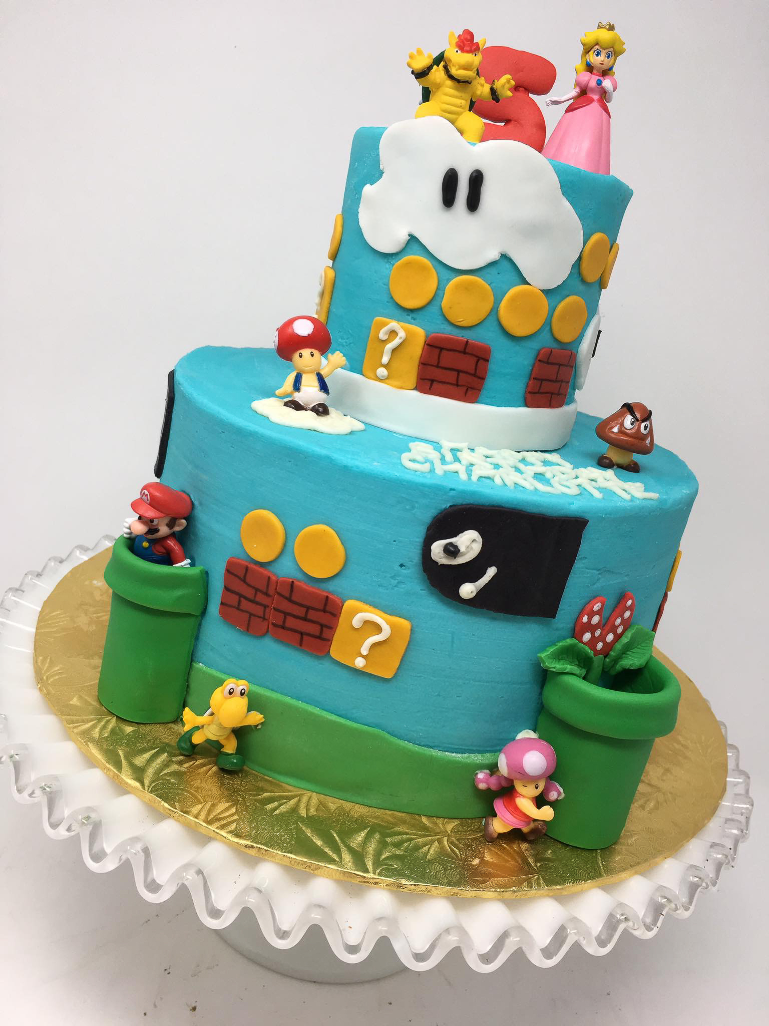 Mario Bros. cake / Image courtesy of Oliver's Desserts // Published: 3.17.18