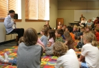 Al Jarreau reads to children at the Ripon Public Library in 2006.