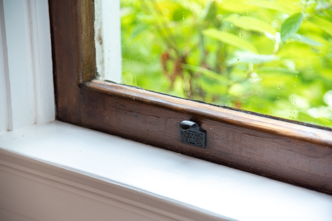 Detail on window hardware / Image: Phil Armstrong, Cincinnati Refined // Published: 8.19.20