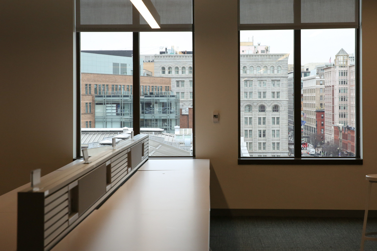 Outside of the sales pit, many of the desks in the Yelp space are currently empty as they ramp up recruiting, but Yelp plans to hire 300-400 D.C. employees this year. (Image: Amanda Andrade-Rhoades/ DC Refined)